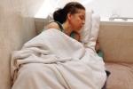 Căn bệnh lạ khiến người phụ nữ cứ đi ra đường là ốm