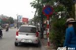 Thách thức biển cấm, xe ô tô vẫn 'cướp' lòng đường