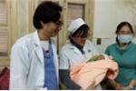 Cứu sống một trẻ sơ sinh bị sa dây rốn