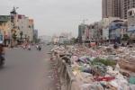 Vì sao rác thải vẫn chất núi giữa đường 'cong mềm mại' ở Thủ đô?