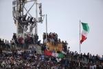 100.000 cổ động viên chen chân xem trận Iran đánh bại Trung Quốc