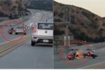 Ô tô 'trả thù' xe máy trên đường và cái kết thảm khốc
