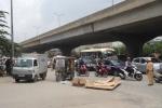 Xe ba bánh lật trên phố Hà Nội, một người thiệt mạng