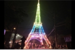 Ảnh: Tháp Eiffel 'khổng lồ' đón Noel ở Nghệ An
