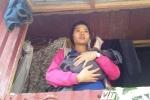 Dân nơi 'rốn lũ' Quảng Bình vẫn nước mắt chan mì tôm chờ nước rút