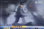 Video: Nhắc không hút thuốc, bà mẹ trẻ Trung Quốc bị gã côn đồ đánh đập dã man