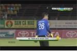 Thủ môn Cần Thơ đạp suýt gãy chân tiền đạo Sài Gòn FC