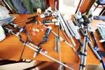 Bắt quả tang 2 đối tượng sản xuất súng tại nhà