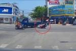 Xe máy ôm cua tốc độ cao, gây tai nạn liên hoàn giữa ngã tư