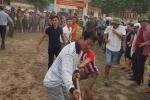 Video: Màn kéo co gay cấn của người dân vùng biển Hà Tĩnh