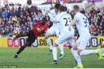 Clip: Pogba, Ibrahimovic đua nhau lập siêu phẩm