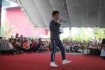 Phạm Hồng Phước 'cháy' hết mình với sinh viên ĐH Công nghệ Đồng Nai