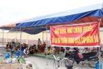 Video: Dân bức xúc lập 'chiến lũy' chặn xe chở rác ở Hải Phòng