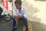 Kẻ tàn tật tàng trữ ma túy tháo chạy trên phố Hà Nội