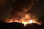 Cháy lớn trong đêm, một góc trời Hà Nội đỏ rực