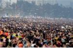 Biển người đông như kiến chen chúc trên bãi tắm dịp nghỉ lễ