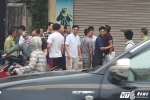 Hinh anh Video: Di vao lan BRT nguoi tren o to hung hang danh lai xe may