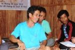 Sự cố thủy điện Sông Bung 2: Chong đèn tìm cha mẹ mất tích trong rừng sâu