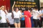 Clip thầy trò nhảy hỗn loạn trong lễ tốt nghiệp khiến dân mạng tranh cãi