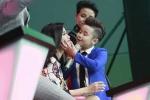 Học trò Noo Phước Thịnh 'gây sốt' khi lém lỉnh hôn Đông Nhi