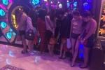 18 'dân chơi' đóng cầu dao thang máy, phi tang ma túy trong quán karaoke
