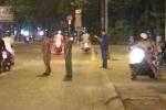 20 thanh niên cầm mã tấu hỗn chiến trong đêm khiến cả khu phố kinh sợ