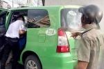 Tè bậy vào xe taxi, người đàn ông bị 2 tài xế đánh nhập viện