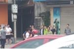 Hinh anh Video: Di vao lan BRT nguoi tren o to hung hang danh lai xe may 3