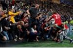 Ăn mừng bàn thắng của Rashford, fan MU giẫm nhau gãy chân
