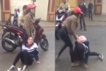 Triệu tập 2 cô gái đánh đập dã man nữ sinh cấp 3 trước cổng trường