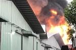 Cháy lớn kho chứa hóa chất ở Sài Gòn