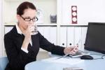 Ngồi điều hoà, uống nước lạnh dễ khiến dân văn phòng tăng cân, mắc bệnh