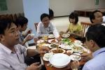 Chủ tịch Đà Nẵng cùng hàng trăm công chức ăn trưa với hải sản