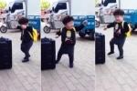 Clip: Cậu bé tóc 'xù mì' nhảy nhót trước loa cực đáng yêu