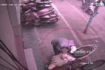 Thanh niên giả vờ nghe điện thoại, trộm IC xe Lead trong tích tắc