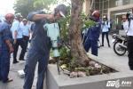 Ảnh: Bồn cây Văn phòng Bộ Công thương lấn chiếm vỉa hè bị đập bỏ