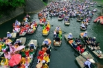 Ảnh: Hàng ngàn người tham gia trẩy hội Tràng An 2017