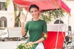 Hoa hậu Pháp thướt tha trong tà áo dài dạo phố Hà Nội