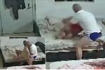 Nhân viên chăm sóc đánh đập, kéo lê cụ ông liệt giường bị camera vạch trần