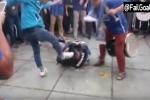 Fan Trung Quốc hả hê đứng quay đồng đội đánh dã man CĐV đối phương