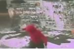 Toán cướp 'khoắng' sạch cửa hàng súng chỉ trong 35 giây