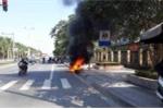 Bị CSGT xử phạt, tài xế châm lửa đốt xe máy: Thông tin mới nhất