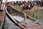 Lật ghe chở 34 người đi đám cưới, 2 phụ nữ chết thảm