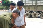 Tài xế container bị cướp dí súng, bịt mắt, trói chân tay, cướp 27 tấn hàng