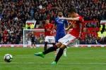 MU ghi bàn nhờ sự lịch sự không đúng lúc của Gary Cahill