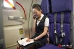 Vén màn công việc và 'hậu trường' của nữ tiếp viên hàng không xinh đẹp