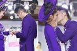 Bạn trai kém 9 tuổi trao nhẫn và hôn Lê Phương trên sàn diễn