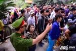 Lễ hội Đền Hùng 2017: Đã tìm ra giải pháp 'chế ngự' đám đông chen lấn, xô đẩy