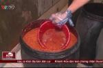 Kinh hãi cơ sở sản xuất tương ớt hôi thối, lúc nhúc dòi ở Bình Dương