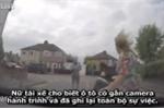 Thanh niên ăn vạ thô thiển, gặp nữ tài xế cao tay phải cuống cuồng bỏ chạy